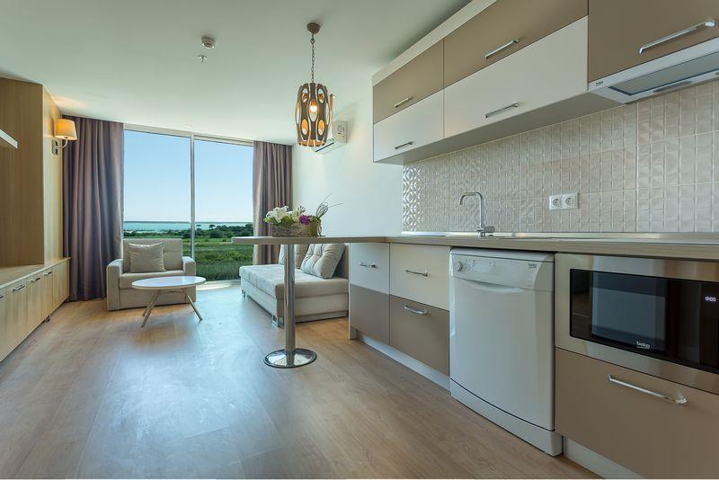 http://www.orextravel.sk/OREX/hotelphotos/aska-river-suite-area-0013.jpg