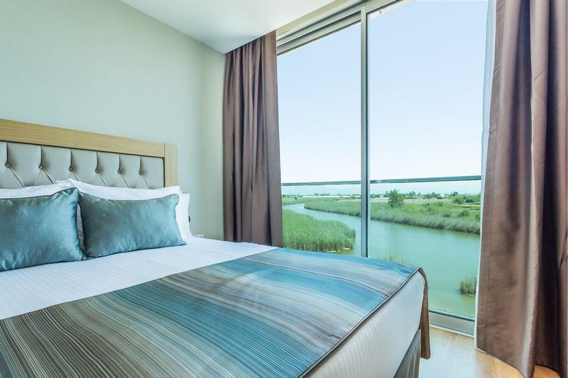 http://www.orextravel.sk/OREX/hotelphotos/aska-river-suite-area-006.jpg