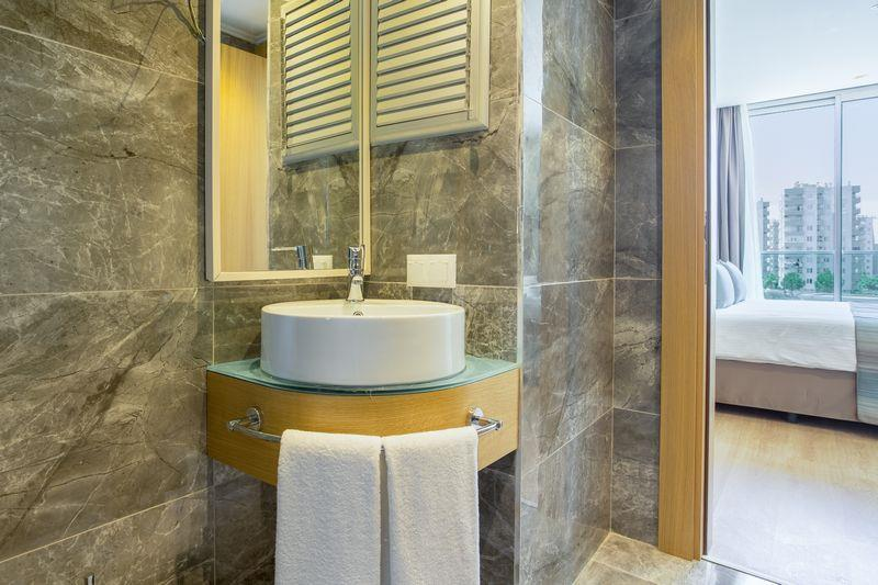 http://www.orextravel.sk/OREX/hotelphotos/aska-river-suite-area-009.jpg