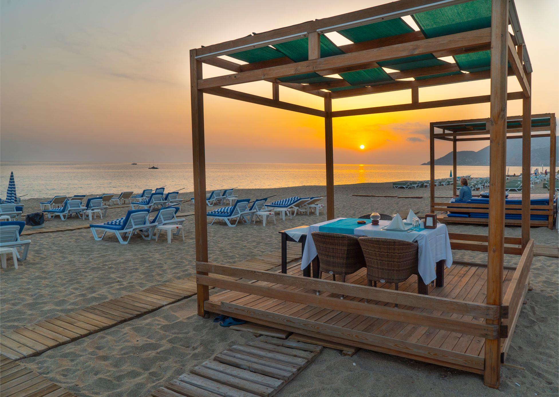 http://www.orextravel.sk/OREX/hotelphotos/azak-beach-general-0026.jpg