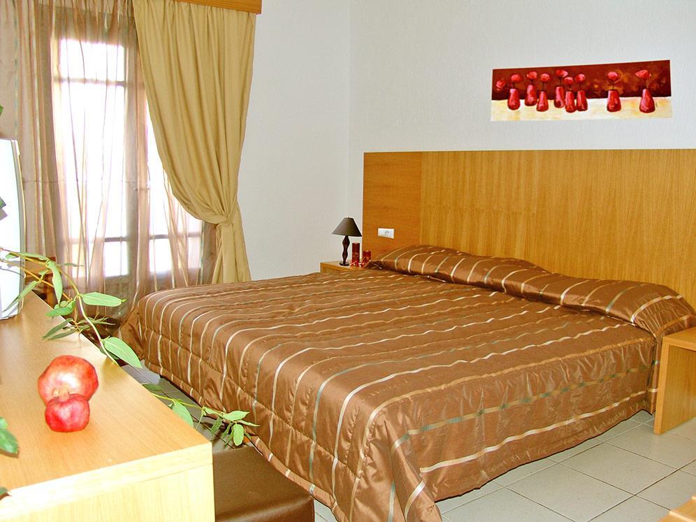 http://www.orextravel.sk/OREX/hotelphotos/europa-beach-000.jpg