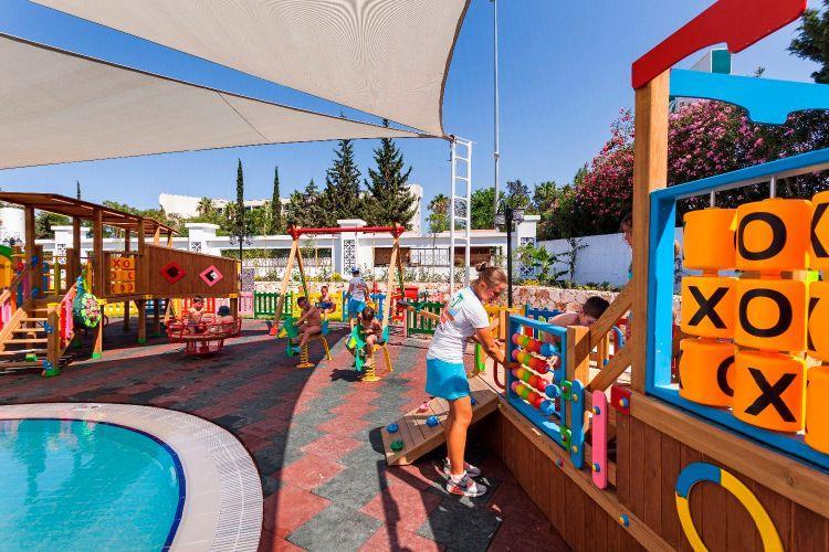http://www.orextravel.sk/OREX/hotelphotos/karmir-resort-general-0051.jpg