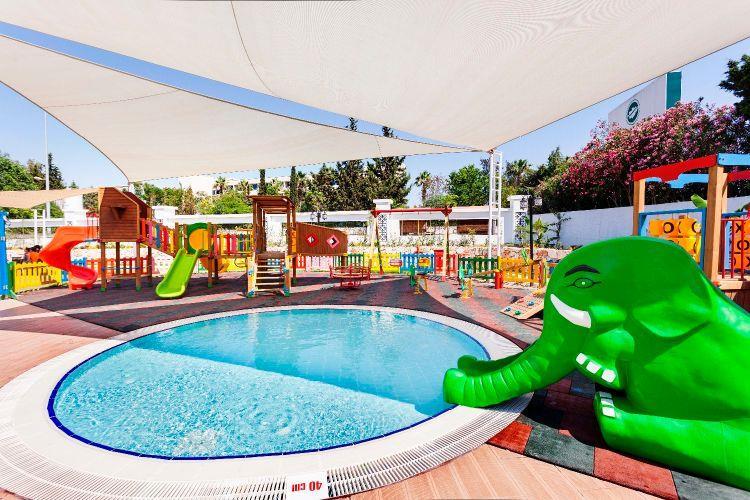 http://www.orextravel.sk/OREX/hotelphotos/karmir-resort-general-0052.jpg