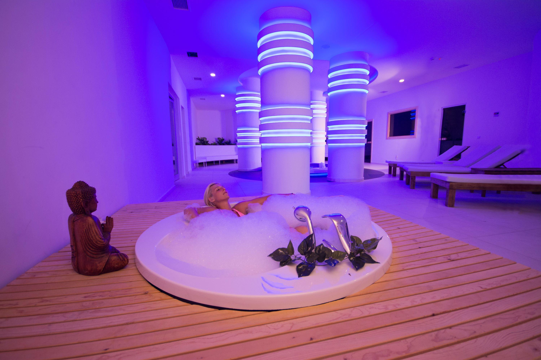 http://www.orextravel.sk/OREX/hotelphotos/laguna-beach-alya-general-006.jpg