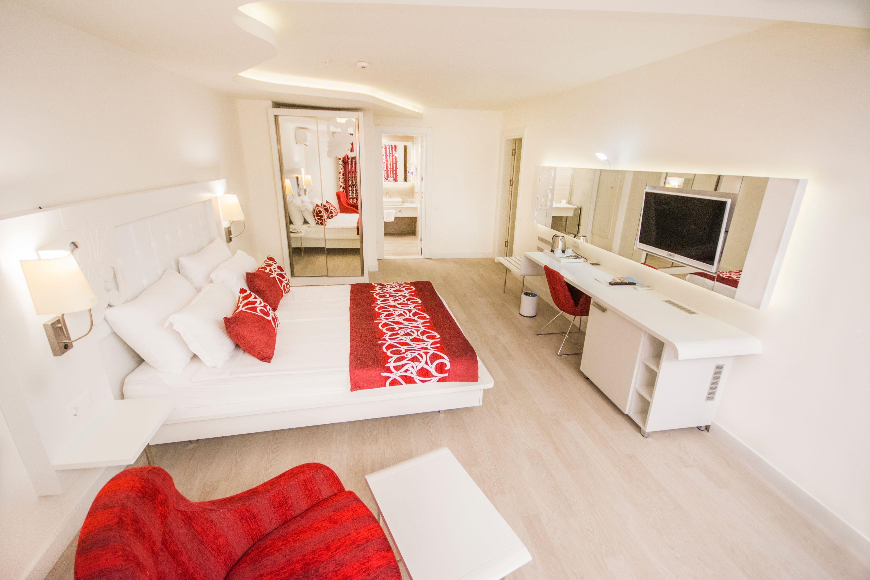 http://www.orextravel.sk/OREX/hotelphotos/laguna-beach-alya-general-007.jpg