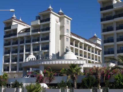 lake-river-side-hotel-reception-119.jpg