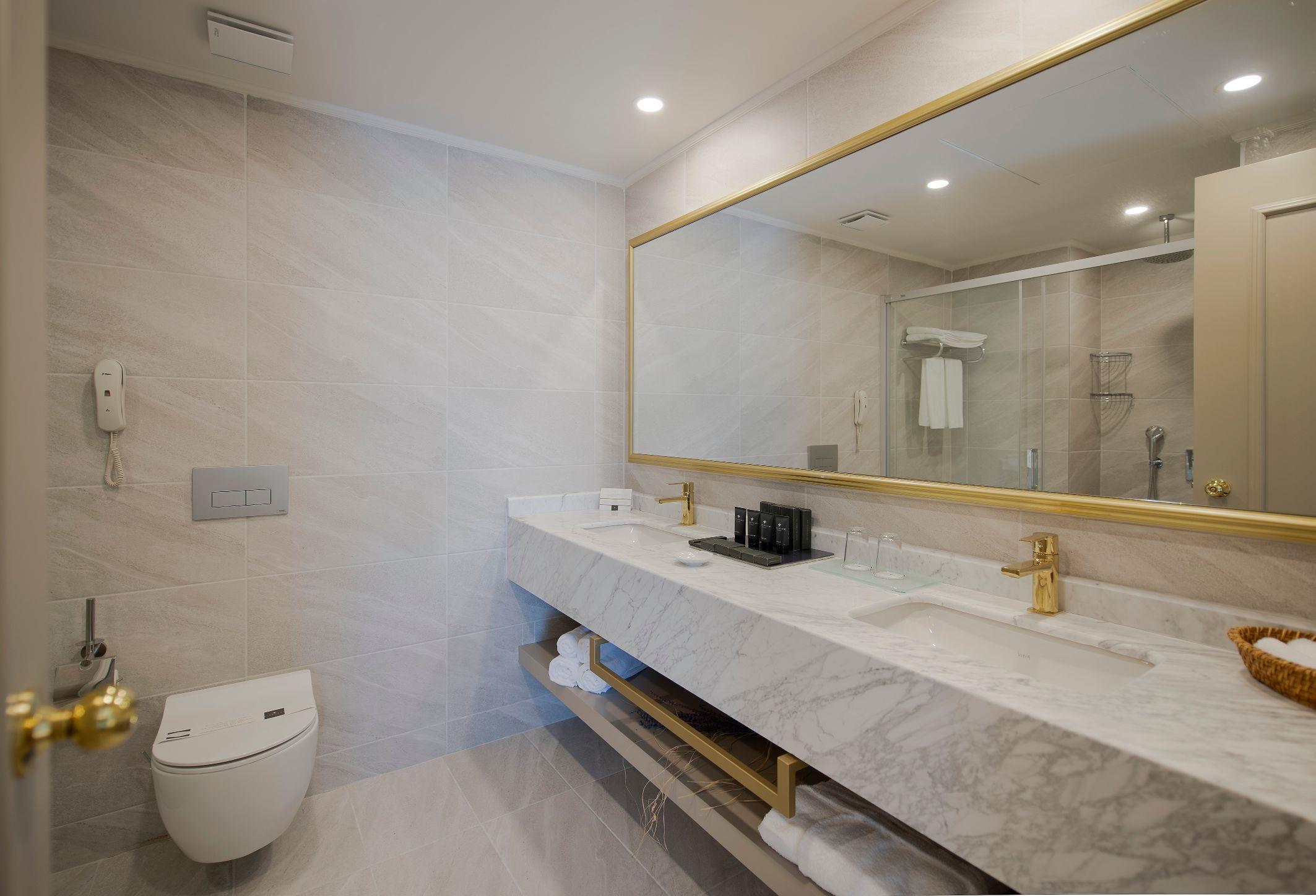 http://www.orextravel.sk/OREX/hotelphotos/miramare-queen-hotel-general-0038.jpg