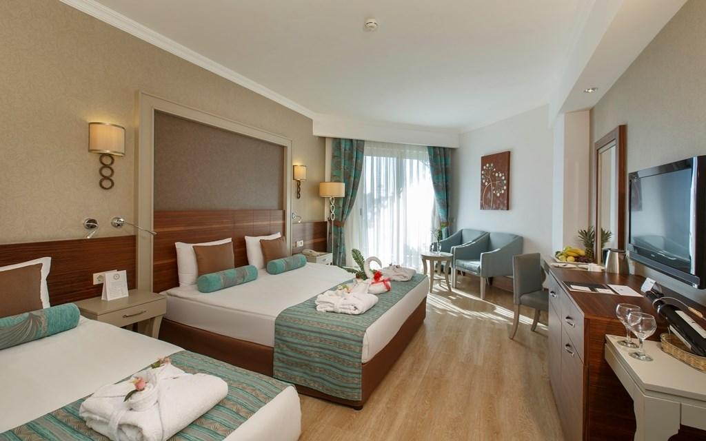 http://www.orextravel.sk/OREX/hotelphotos/side-crown-palace-general-114410.jpg