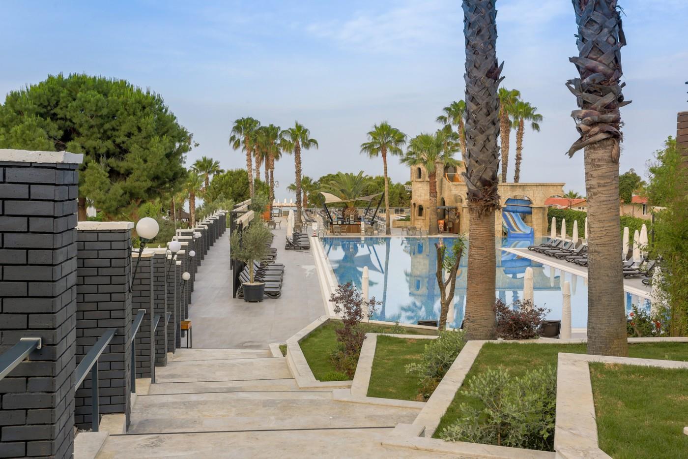 http://www.orextravel.sk/OREX/hotelphotos/thalia-unique-area-001.jpg
