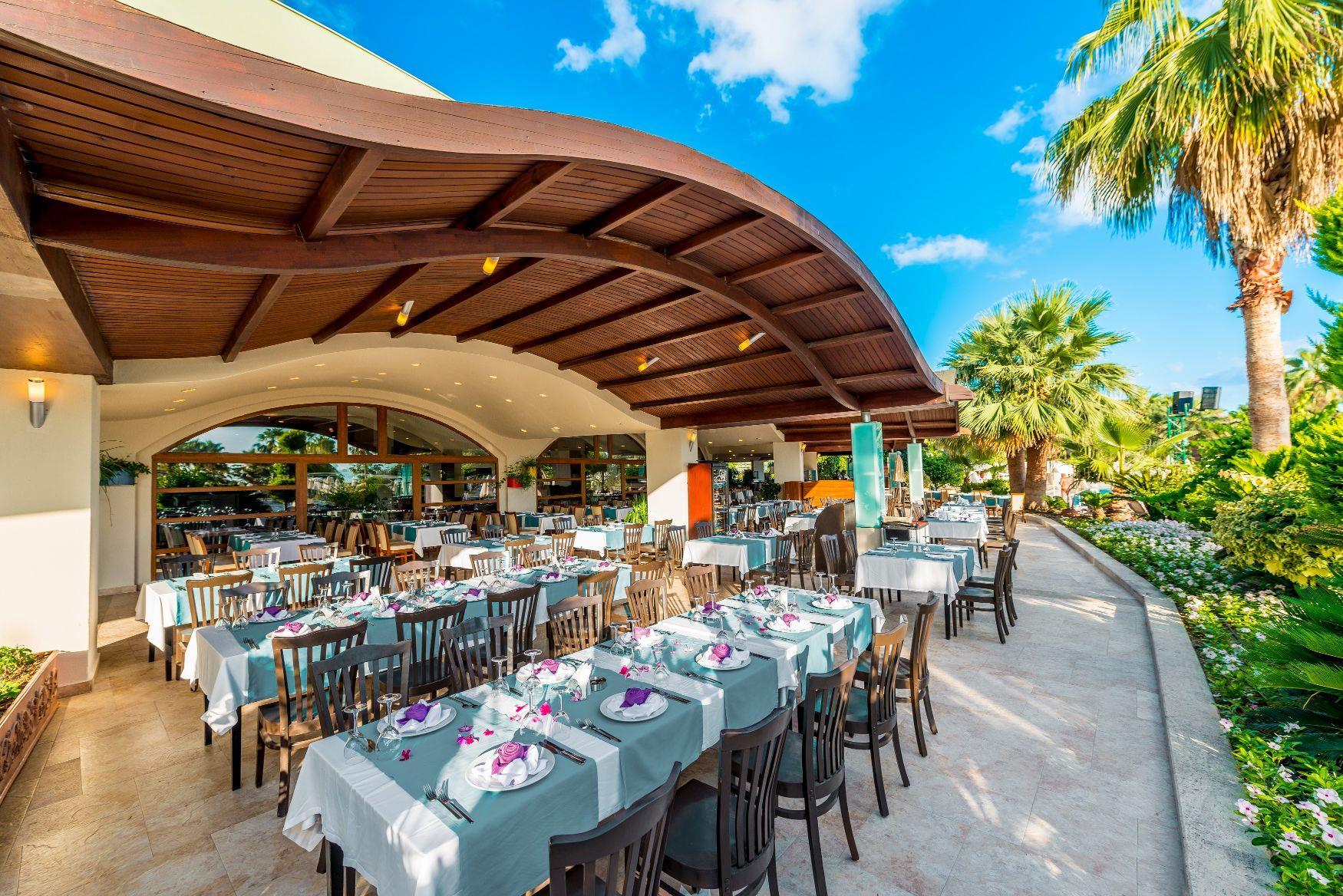 http://www.orextravel.sk/OREX/hotelphotos/vonresort-golden-coast-general-0032.jpg